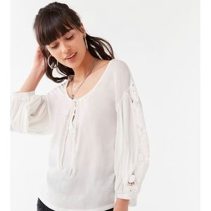 NWT URBAN OUTFITTERS Belle Crochet Top | M